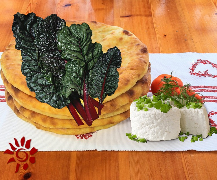 Пирог «Сахараджин» из осетинского сыра, листьев свеклы